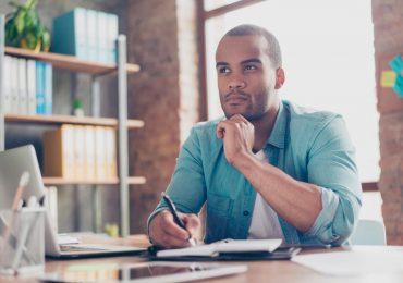 ¿Debo hacer el trámite de la pensión si veo caídas en mi ahorro?