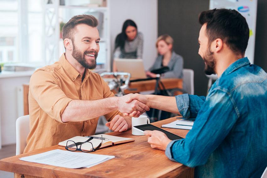 ¿Qué debo saber para firmar mi primer contrato?